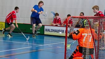 Unihockey-Turnier am kantonalen Schulsporttag.
