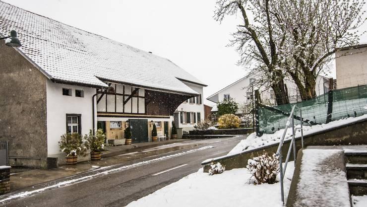 In diesem Haus in Metzerlen wurde der ehemalige Gemeindepräsident ermordet. (Archiv)