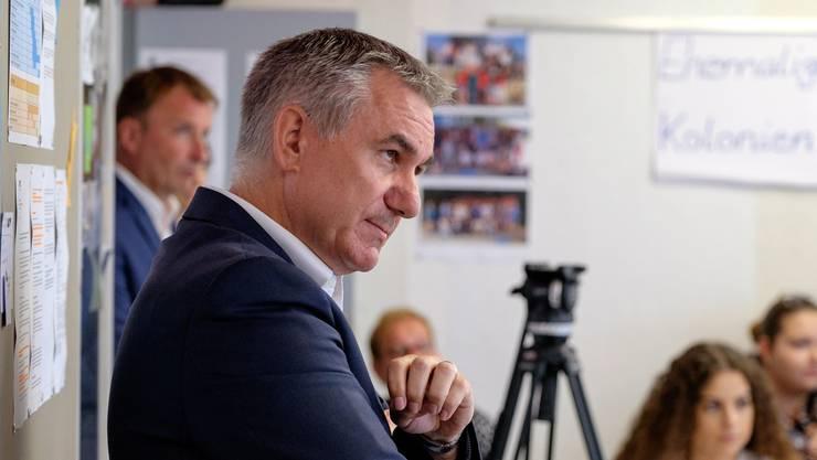 Der Aargauer Bildungsdirektor Alex Hürzeler (SVP) wird nach seinem Plakatverbot scharf kritisiert.