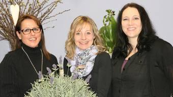 Maya Siegrist (Administration), Elsbeth Koch (Blumenverkauf) undDoris Bolliger (Floristin) lieben die Lavendelblume.ba