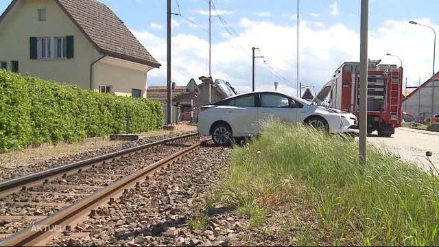 Autounfall in Niederbipp legt Bahnverkehr lahm