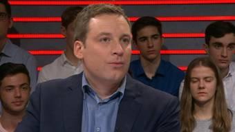 SVP-Nationalrat Lukas Reimann wird von Moderator Projer in die Enge getrieben – lässt sich aber nicht beirren.