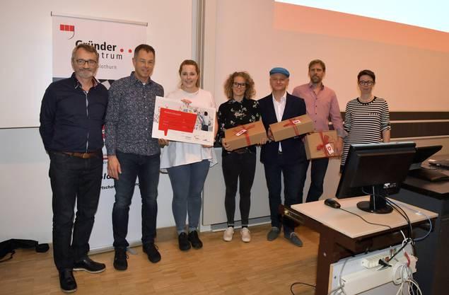 Von links: Thomas Heimann, Leiter des Gründerzentrums des Kantons Solothurn, Jan und Nina Swager van Dok, Fabienne Wagner, Dariusz Lewicki, Andreas Gehri und Karin Heimann, Wirtschaftsförderin der Stadt Grenchen.