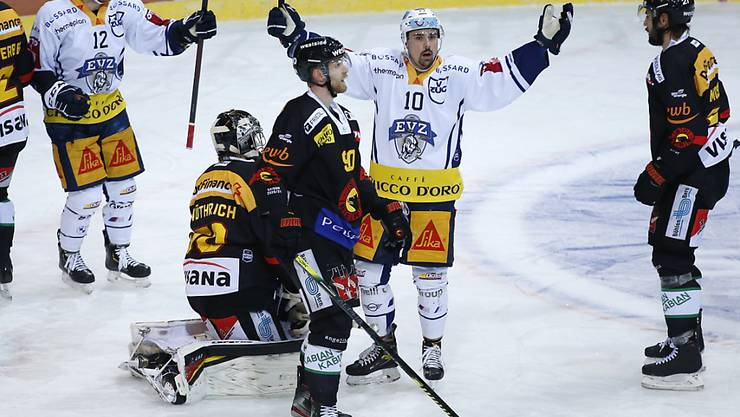 Diesmal jubeln die Zuger im Spiel gegen die Berner - wie in dieser Szene Jérôme Bachofner.