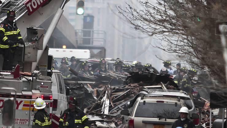 Unter den Trümmern könnten noch mehr Menschen begraben sein.