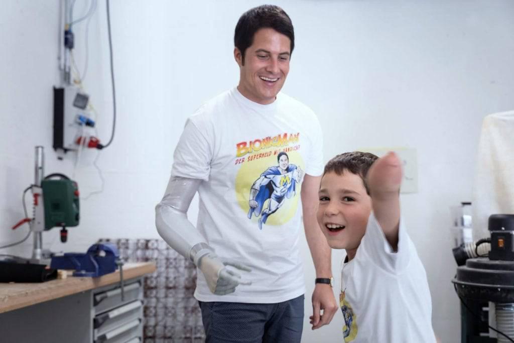 Michel Fornasier setzt sich mit «Give Children A Hand» dafür ein, dass Kinder geeignete Prothesen erhalten. (Bild: zVg)