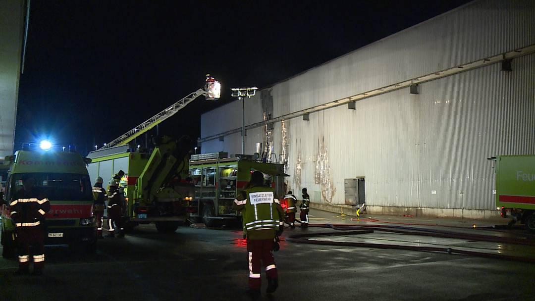 Dietikon (ZH): Brand in Lagerhalle ausgebrochen