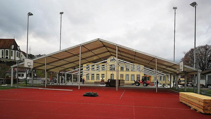 Vergangene Woche begannen in Herznach die Aufbauarbeiten für den Stephansball.