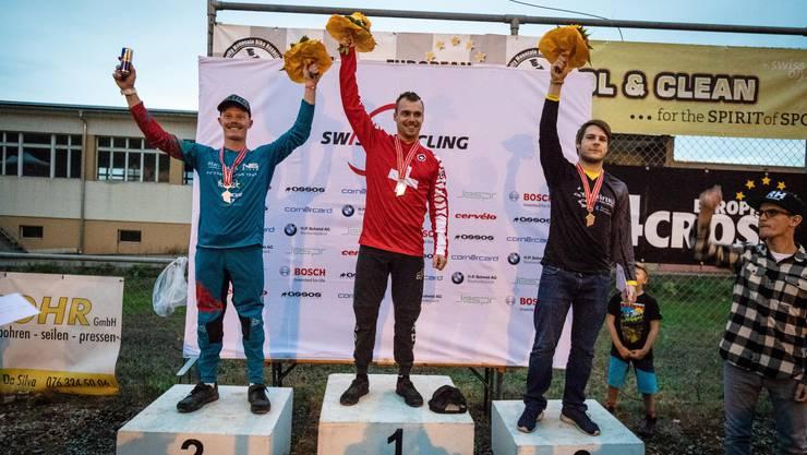 Podest Schweizermeisterschaften im 4Cross: (von links) Noel Niederberger (2.), Sieger Simon Waldburger und Fabian Gärtner (3.)