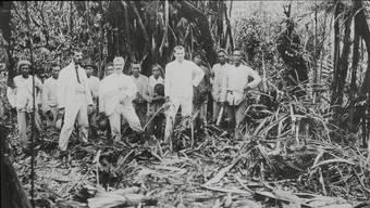 Dass Paul und Fritz ganz in Weiss gekleidet sind, liegt vielmehr an der damals üblichen Mode für Tropenreisende. (Archivbild)