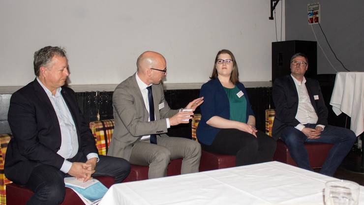 Unter Leitung von OT-Redaktor Urs Huber, diskutierten Dr. Urs E. Zurfluh, Nationalrat Stefan Müller-Altermatt, Barbara Büchli und Thomas Fürst.