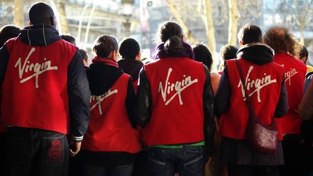 Mitarbeiter des Virgin Megastores auf den Champs-Elysées in Paris demonstrieren im Dezember 2012 gegen Stellenabbau (Archiv)