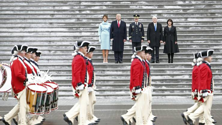 An der Inauguration des neuen US-Präsidenten Donald Trump marschiert die Old Guard vor dem Kapitol durch.