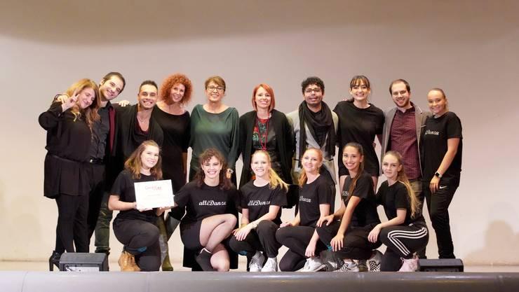 """The Brilliants bei der Siegerehrung mit der Jury von """"Danza per Lei"""""""