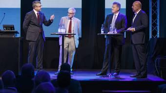 Unter der Moderation von Michael Hug (ganz rechts) diskutierten engagiert über den Wirtschaftsstandort Solothurn (v. l.): Josef Maushart, Präsident Inveso, Kurt Fluri, Stadtpräsident Solothurn, und Markus Graf, Präsident Swiss Prime Anlagestiftung.