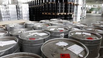 Fässer mit Ethanol im Alkohollager der Schweizerischen Alkoholverwaltung in Schachen LU