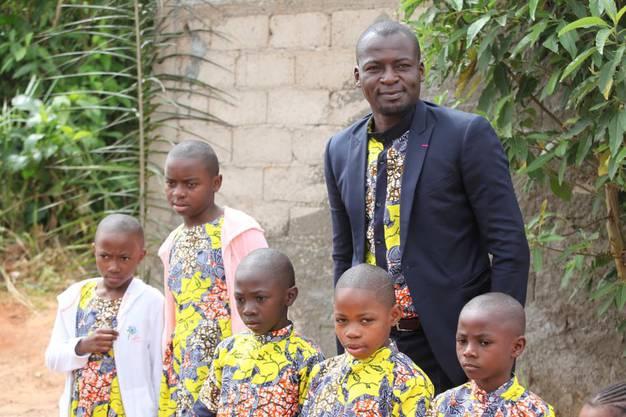 Atouba setzt sich in seiner Heimat für bedürftige Kinder ein.