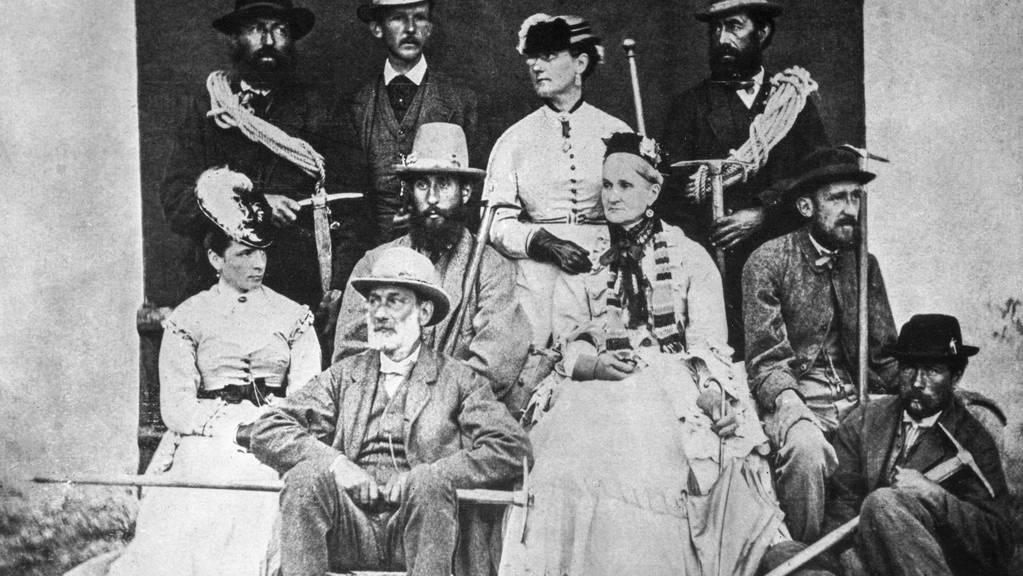 Die Bergführer Melchior und Jakob Anderegg mit Mitgliedern der Familie Walker. Lucy Walker (2. von rechts obere Reihe) musste als Berge erklimmende Frau in der damaligen Männerdömane gegen zahlreiche gesellschaftlich Widerstände ankämpfen. (Archivbild)