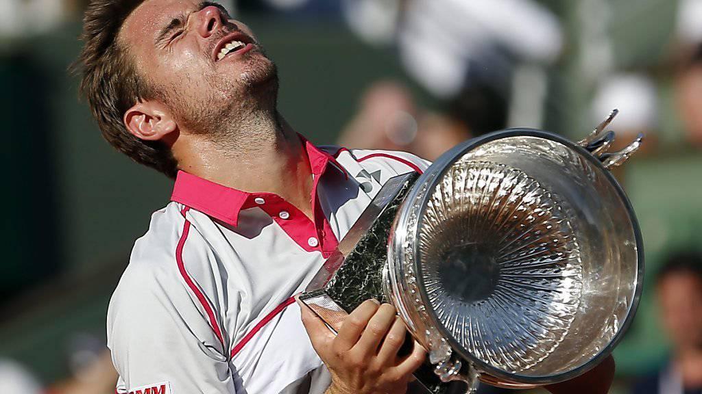 Imageträger für die Schweiz: Stan Wawrinka mit dem Siegerpokal am French Open in Paris. (Archiv)
