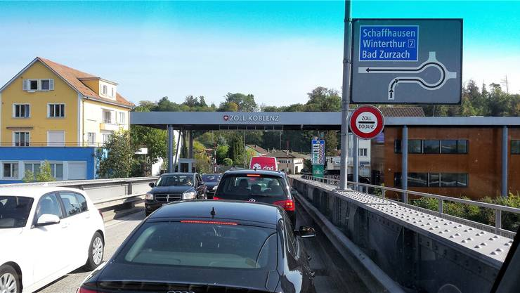 Täglich passieren Tausende von Autos und Lastwagen die Zollbrücke zwischen Waldshut und Koblenz. Michael Hunziker