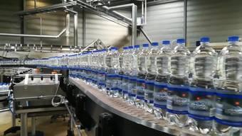 Die in Lostorf produzierten Mineralwasser-Flaschen stehen schweizweit in den Verkaufsregalen. So läuft die Produktion ab.