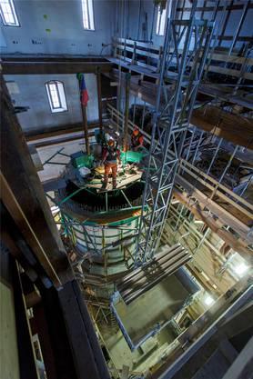 Der Betonturm wächst in die Höhe. Ein neues Treppenhaus und der Lift werden darin eingebaut.