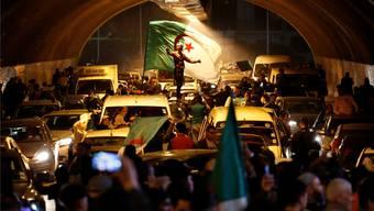 Demonstration in Algier: Frankreichs Regierung befürchtet, dass sich Islamisten die Lage zunutze machen könnten.