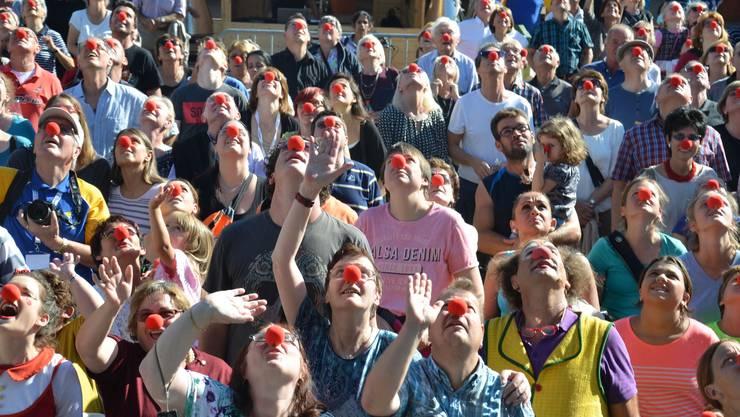1_hunderte rote Nasen waren im Publikum des Abschlussevents der Aktion Roti Nase zu sehen