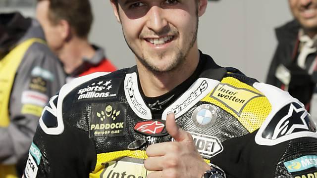 Tom Lüthi ist gut gelaunt nach dem Qualifying zum GP von Valencia.