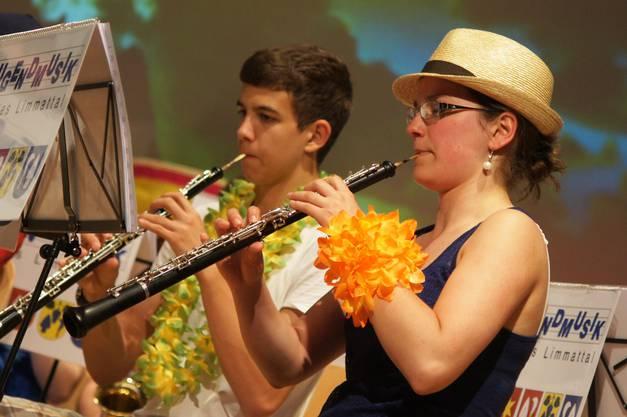 Silvia Leuzinger und Leo Zimmermann spielen die Oboe.