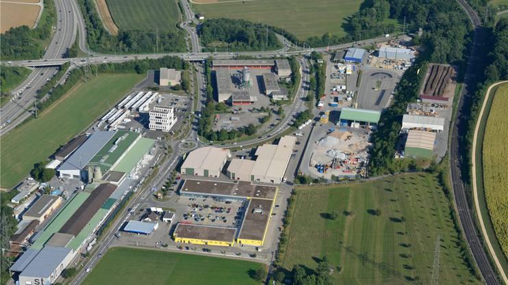 Der ehemalige A3-Werkhof (Mitte) liegt an der Autobahnausfahrt (links) und könnte als Rasthof genutzt werden. Gerry Thönen