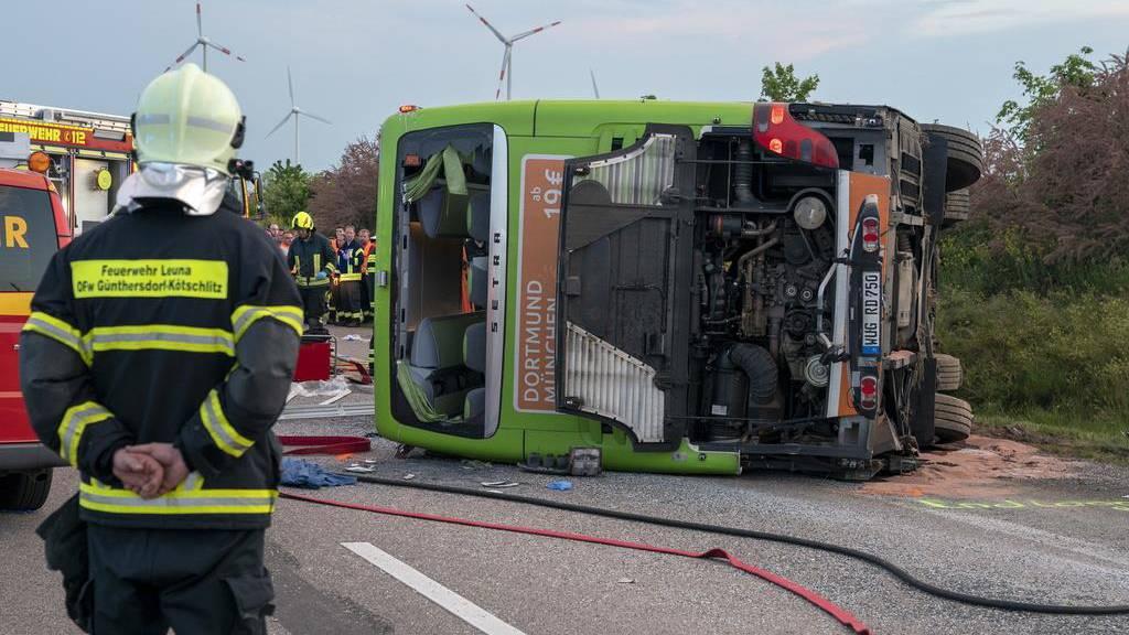 Ein Toter und über 70 Verletzte bei Flixbus-Unglück