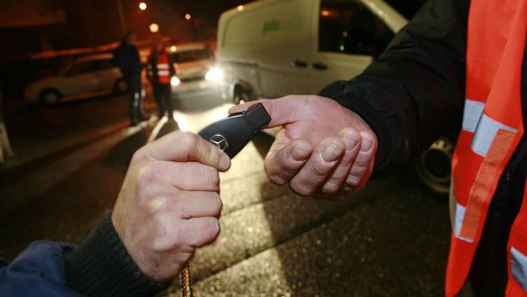 Immer mehr Autofahrer geben nach dem Festessen oder der Silvester-Party ihren Autoschlüssel an Nez Rouge.