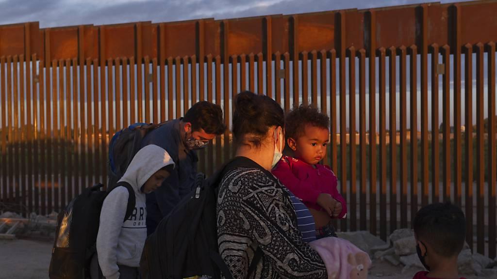 Gouverneur von Texas will Trumps Grenzmauer zu Mexiko weiterbauen