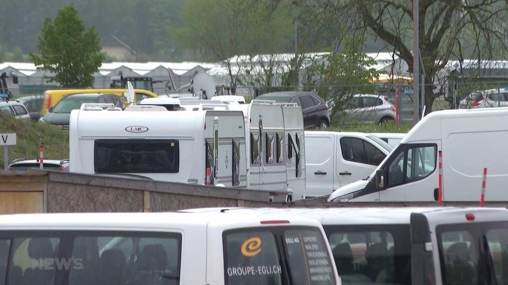 CSL Behring kämpft mit ausländischen Fahrenden: Mehr als 30 Wohnwagen besetzen Firmenparkplatz