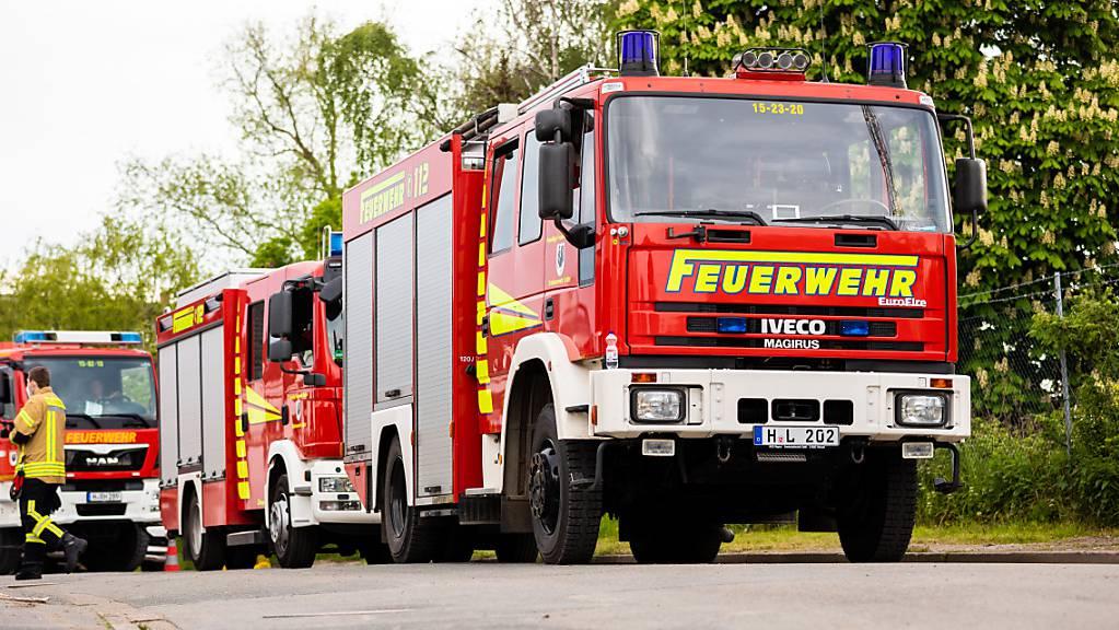Bei einem Brand in Pieterlen BE werden nach Angaben von Alertswiss giftige Stoffe freigesetzt. Türen und Fenster sollen geschlossen bleiben.