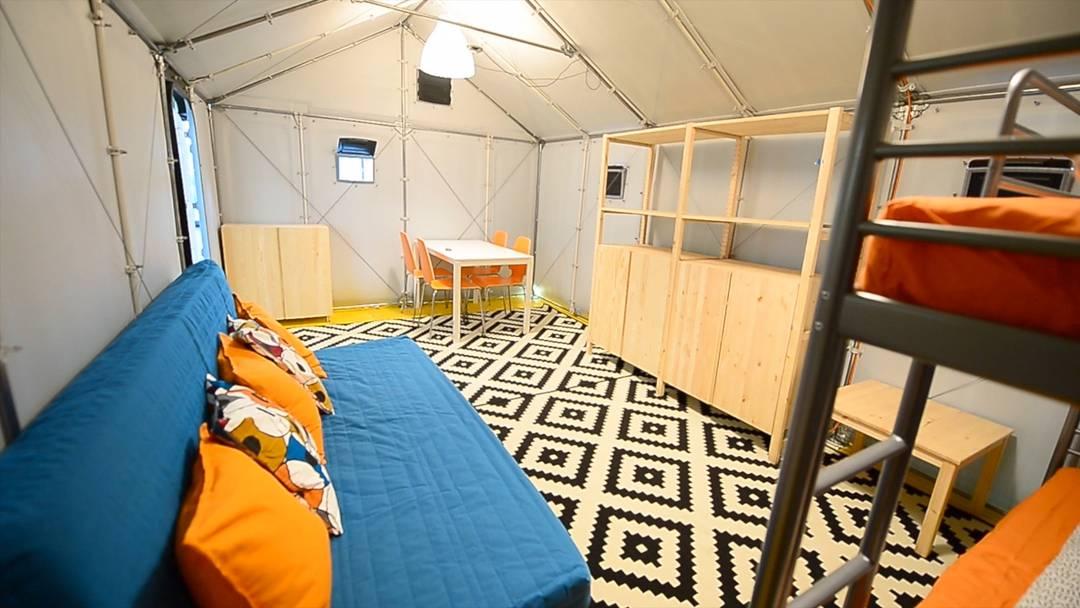 Kurz und knapp: Die Ikea-Häuser für Flüchtlinge im Aargau in 33,33 Sekunden erklärt.
