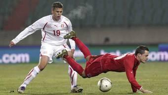 Fabian Frei gegen Luxembourgs Ben Payal,
