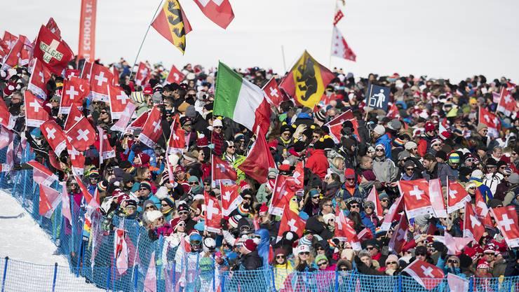 Es ist bestätigt: Am Sonntag findet die Frauen- und Männerabfahrt statt - ein wahres Skifest in St. Moritz.