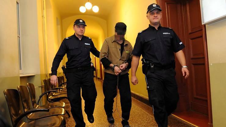 Der Beschuldigte während seines Auslieferungsverfahrens von Polen in die Schweiz. (Archivbild)
