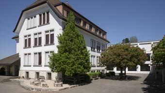 Der Eindruck von der Schulanlage Dorf in Würenlingen täuscht - in der Schule brodelt es