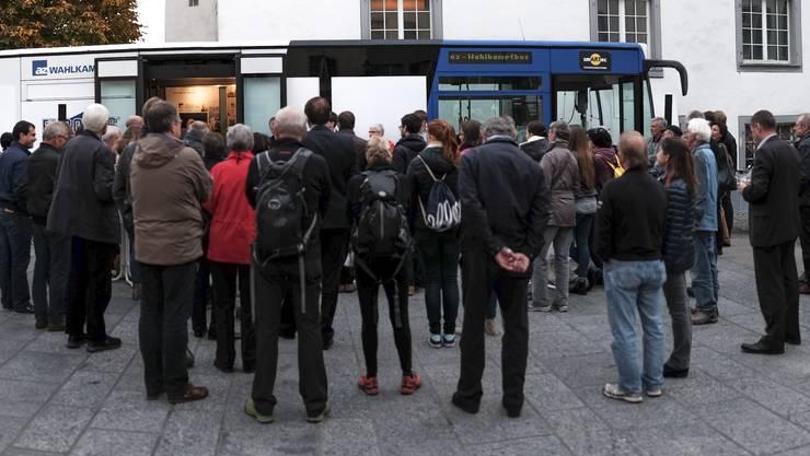 Der zweitletzte Stopp des az-Wahlkampfbusses war gut besucht. Über 60 Zuschauer verfolgten die Debatte über Flüchtlinge.