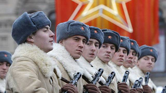 Parade zum Gedenken an die Oktoberrevolution in Moskau