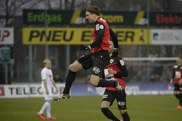 Mart Lieder erzielt das frühe 1:0 für den FC Aarau.