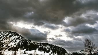 Das Sturmtief Bianca hat auf den Schweizer Berggipfeln zu Windgeschwindigkeiten von über 100 Kilometern pro Stunde geführt.
