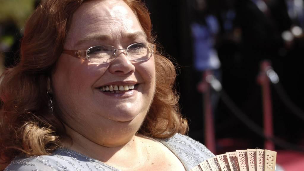 ARCHIV - Conchata Ferrell kommt zur 59. Verleihung der Primetime Emmy Awards. Die US-Schauspielerin, die in der international erfolgreichen Sitcom «Two And A Half Men» die Haushälterin Berta spielte, ist tot. Foto: Chris Pizzello/A-PIZZELLO/AP/dpa