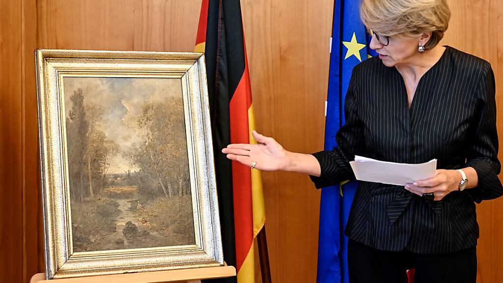 Von Wehrmachtssoldat mitgenommen - Gemälde zurück nach Frankreich