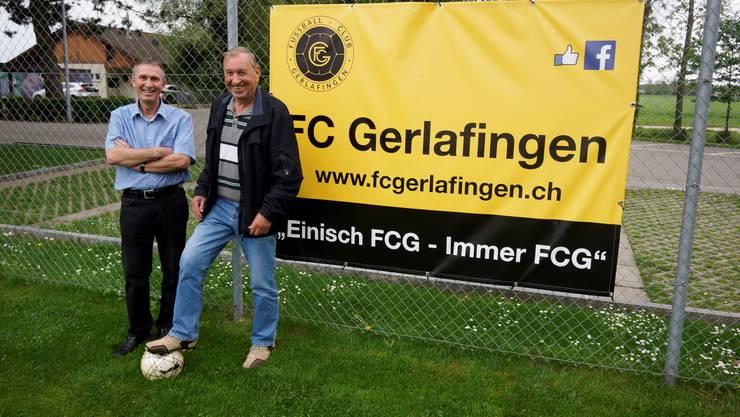 Urs Wyler (links) und Hansruedi Lehmann berichten zum 100-Jahr-Jubiläum des FC Gerlafingen von ihrer Aktivzeit.
