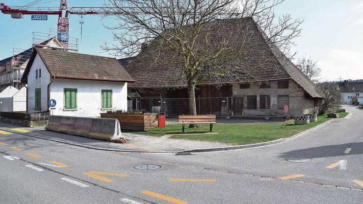 Das Dahlihaus an der Holzgasse ist das älteste Gebäude in Hausen. Das Autorenteam bekam für seine Arbeit Applaus vom Publikum.