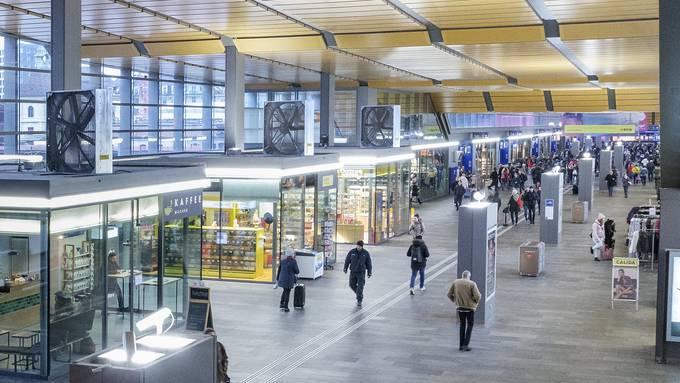 2019: Festliche Stimmung? Fehlanzeige. Die Passerelle beim Bahnhof SBB – ganz blutt, ohne Weihnachtsbeleuchtung.